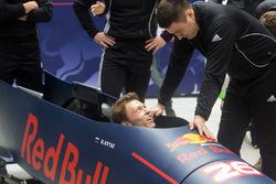 Daniil Kvyat, Red Bull Racing essaie le bobsleigh avec Alexander Kasyanov