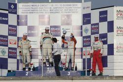 Podio TCS, Gara 1: il secondo classificato Kevin Giacon, Tecnodom, il vincitore Massimo Arduini, 2T
