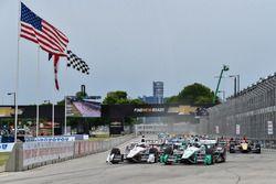 Départ : Simon Pagenaud, Team Penske Chevrolet, en tête