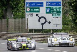 #4 ByKolles Racing CLM P1/01: Simon Trummer, Pierre Kaffer, Oliver Webb, #91 Porsche Motorsport Pors