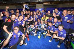 Ganador, Jorge Lorenzo, Yamaha Factory Racing celebra con el equipo.