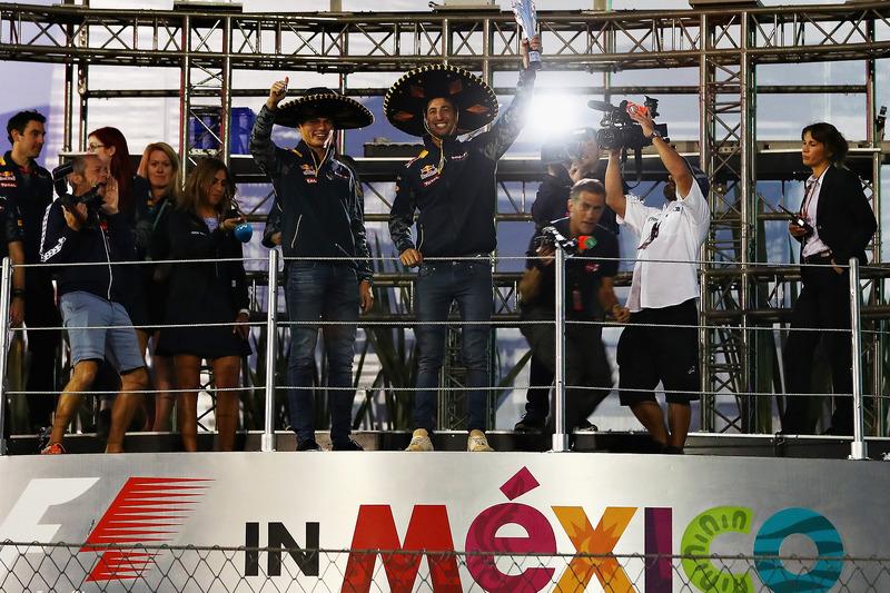 Y el deseo de Ricciardo fue posible: ¡Los Red Bull no perdieron la oportunidad de subir al podio! Aunque sin público...