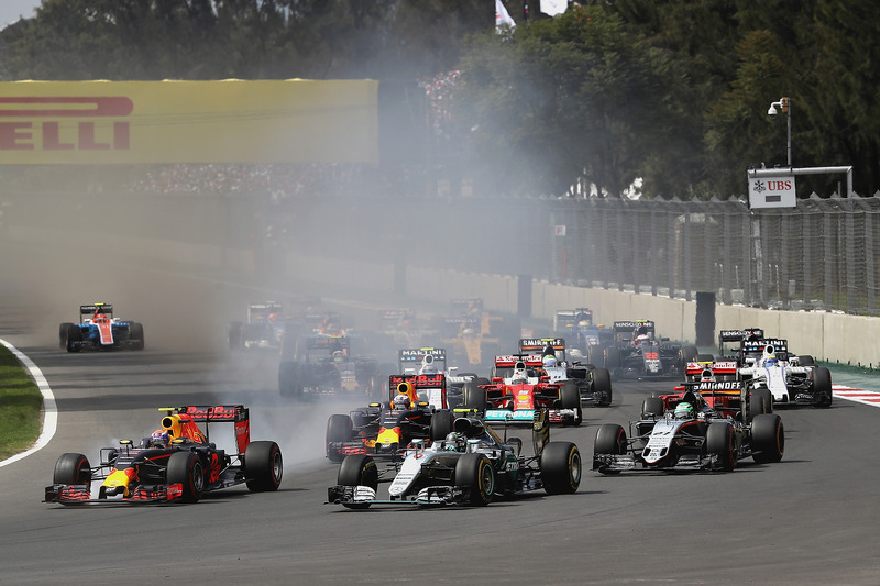 Max Verstappen, Red Bull Racing RB12; Nico Rosberg, Mercedes AMG F1 W07 Hybrid