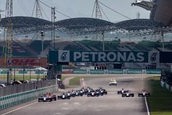 Antonio Fuoco, Trident leads Nirei Fukuzumi, ART Grand Prix and the rest of the field at the start of the race