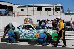 #26 Freedom Autosport Mazda MX-5: Andrew Carbonell, Liam Dwyer, pit action
