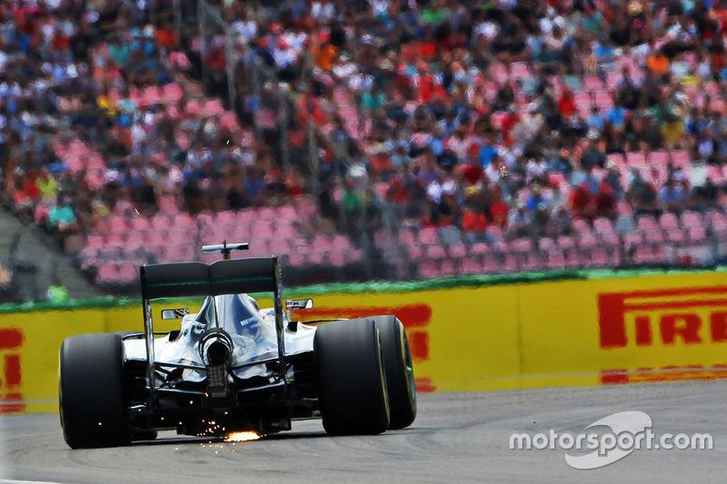 Quem parte ao lado de Rosberg é Lewis Hamilton, derrotado pelo companheiro de equipe nos instantes finais da classificação.