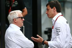 Charlie Whiting, FIA Delegate with Toto Wolff, Mercedes AMG F1 Shareholder and Executive Director