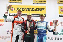 Podium: Race winner Mat Jackson, Motorbase Performance; second place Matt Neal, Halfords Yuasa Racing; third place Colin Turkington, Silverline Subaru BMR Racing