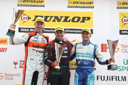 Podium: Race winner Mat Jackson, Motorbase Performance; second place Matt Neal, Halfords Yuasa Racing; third place Colin Turkington, Silverline Subaru BMR Racing