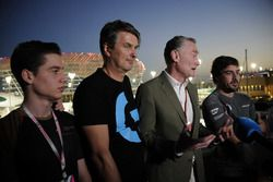 Fernando Alonso, McLaren and Cem Bolukbasi, G2 Esports Gamer, Sean Bratches, Formula One Managing Di