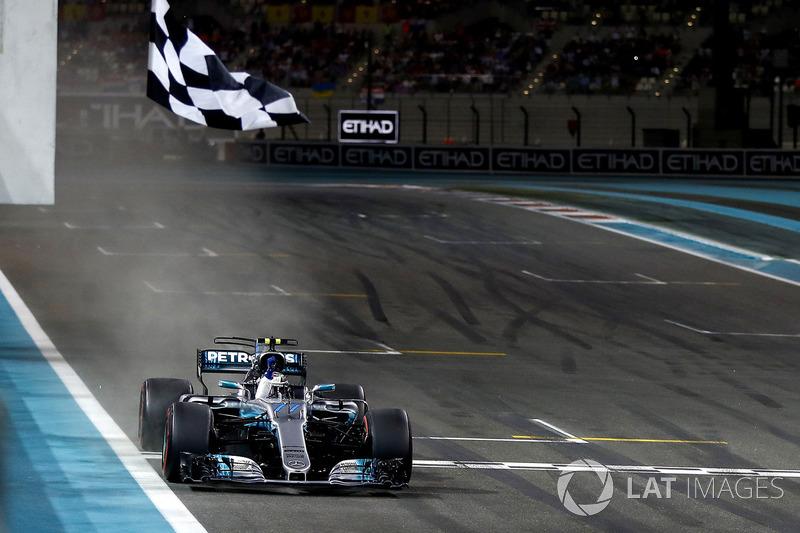 На Гран При Абу-Даби Боттас одержал свою третью победу в Формуле 1, сравнявшись по этому показателю с Майком Хоторном, Филом Хиллом, Дидье Пирони и Максом Ферстаппеном