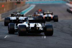 Кевин Магнуссен, Haas F1 Team VF-17, и Лэнс Стролл, Williams FW40