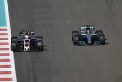 Antonio Giovinazzi, Haas F1 Team VF-17 and Lewis Hamilton, Mercedes-Benz F1 W08
