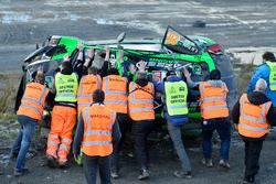 La voiture accidentée de Yazeed Al Rajhi, Michael Orr, Yazeed Racing Ford Fiesta RS WRC