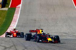 Daniel Ricciardo, Red Bull Racing RB13, Kimi Raikkonen, Ferrari SF70H