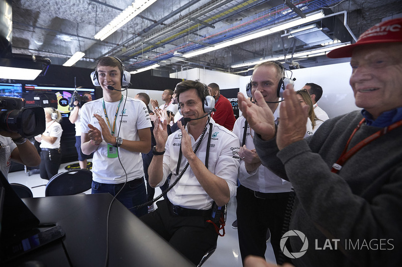 George Russell, Toto Wolff, Executive Director Mercedes AMG F1, Lewis Hamilton, Mercedes AMG F1, applaud the victory for race winner Lewis Hamilton, Mercedes AMG F1
