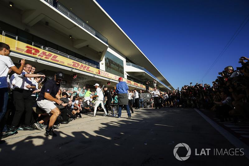 Niki Lauda, Non-Executive Chairman, Mercedes AMG F1, Lewis Hamilton, Mercedes AMG F1, Valtteri Botta