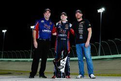Campeón 2017 William Byron, JR Motorsports Chevrolet, dueño de equipo Dale Earnhardt Jr., jefe de eq