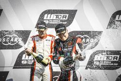 Podium: Yann Ehrlacher, ALL-INKL.COM Münnich Motorsport Honda Civic Type R TCR, Aurélien Comte, DG Sport Competition Peugeot 308TCR