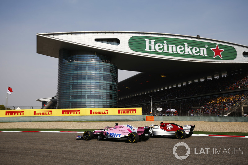 Sergio Perez, Force India VJM11 Mercedes,Charles Leclerc, Sauber C37 Ferrari