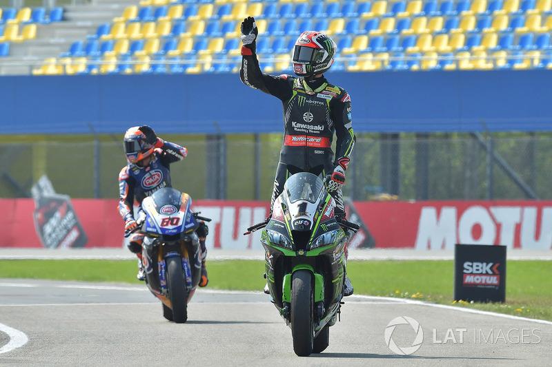 Il secondo classificato Jonathan Rea, Kawasaki Racing, il terzo classificato Michael van der Mark, Pata Yamaha