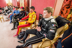 Josef Newgarden Ryan Hunter-Reay en anderen backstage
