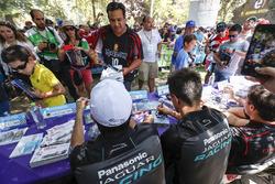 Nelson Piquet Jr., Jaguar Racing, Mitch Evans, Jaguar Racing alla sessione autografi