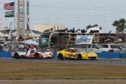 #54 CORE autosport ORECA LMP2: Jon Bennett, Colin Braun, Romain Dumas, Loic Duval, #4 Corvette Racing Chevrolet Corvette C7.R: Oliver Gavin, Tommy Milner, Marcel Fässler