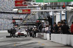 #25 BMW Team RLL BMW M8, GTLM: Bill Auberlen, Alexander Sims, Philipp Eng, Connor de Phillippi, pit stop