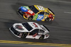 Kevin Harvick, Stewart-Haas Racing Ford Fusion, Kyle Busch, Joe Gibbs Racing Toyota