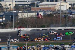 Chase Elliott, Hendrick Motorsports Chevrolet Camaro, incidente