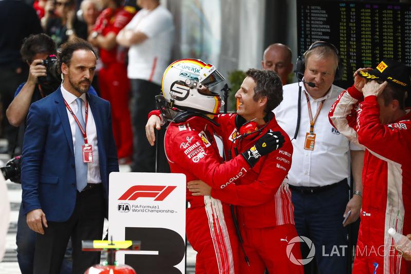Победитель Себастьян Феттель, Ferrari, стратег команды Инаки Руэда