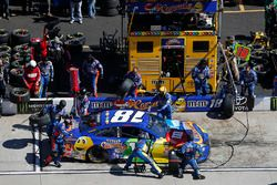 Kyle Busch, Joe Gibbs Racing, Toyota Camry M&M's Caramel pit stop