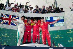 Podyum: 2. sıra Lewis Hamilton, Mercedes AMG F1, Inaki Rueda, Ferrari Yarış Stratejisti, yarış galib