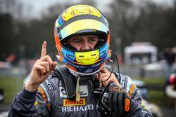 GT4 Yarış galibi #72 Track-Club McLaren 570S GT4: Ben Barnicoat