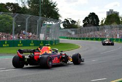 Max Verstappen, Red Bull Racing RB14 na een spin