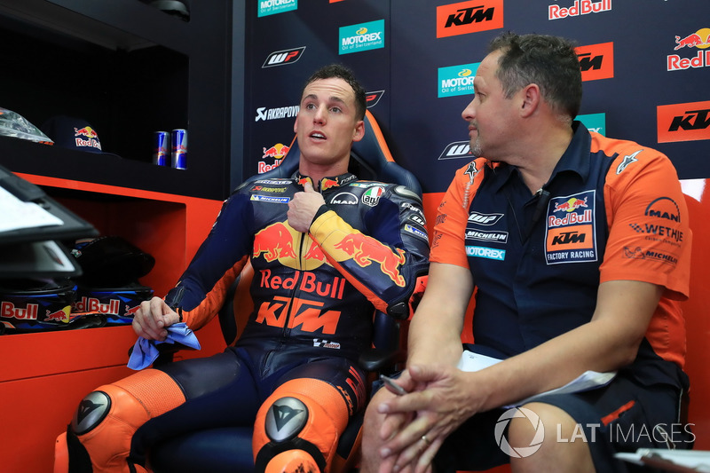 Sturz: Pol Espargaro, Red Bull KTM Factory Racing