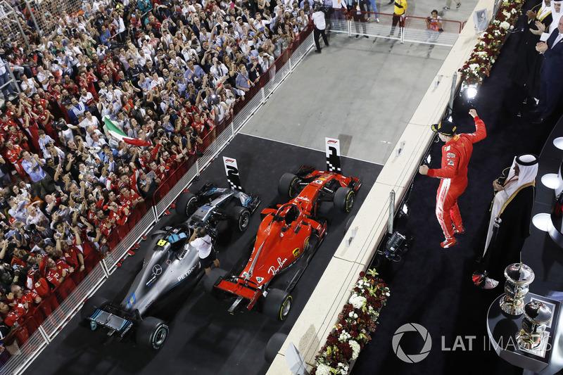Sebastian Vettel, Ferrari, melakukan selebrasi di podium