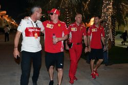 Beat Zehnder, Manager Sauber, Kimi Raikkonen, Ferrari, Jock Clear, Chief Engineer Ferrari e Sebastian Vettel, Ferrari