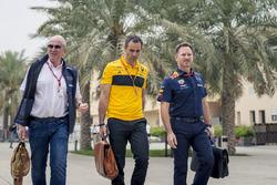Спортивный консультант Red Bull Хельмут Марко, управляющий директор Renault Sport F1 Сириль Абитбуль и руководитель Red Bull Racing Кристиан Хорнер