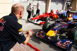 Adrian Newey of Red Bull Racing checks out the Red Bull RB5 Renault and Ferrari F10