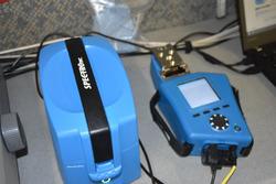 Strumentazione per la verifica dell'olio lubrificante dei mezzi in gara alla Dakar nel laboratorio M