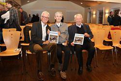 Les auteurs Peter Wyss et Stefan Lüscher avec l'éditeur Edi Engelberger