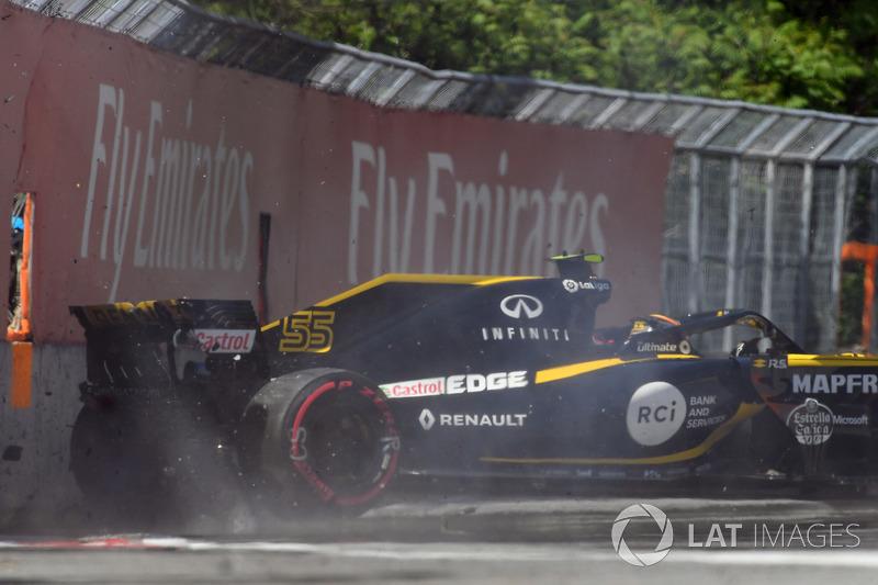 Carlos Sainz Jr., Renault Sport F1 Team R.S. 18 golpea el muro en la PL2