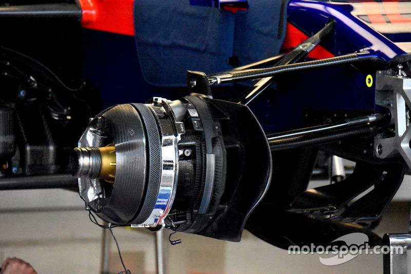 Передние тормоза Toro Rosso STR13