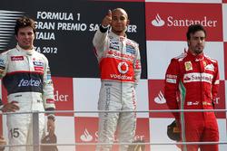 Podio: Lewis Hamilton, McLaren, Sergio Perez, Sauber y Fernando Alonso, Ferrari