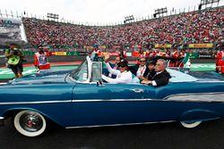إيمرسون فيتيبالدي وتشايس كاري، الرئيس التنفيذي لمجلس إدارة مجموعة الفورمولا واحد