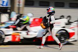 #7 Toyota Gazoo Racing Toyota TS050-Hybrid: Mike Conway, Jose Maria Lopez