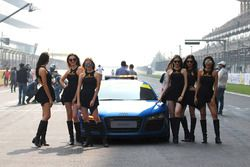 Grid girls with safety car
