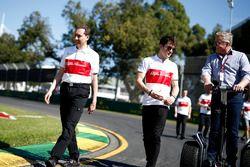 Charles Leclerc, Alfa Romeo Sauber F1 Team pist yürüyüşü ve Johnny Herbert, Sky TV